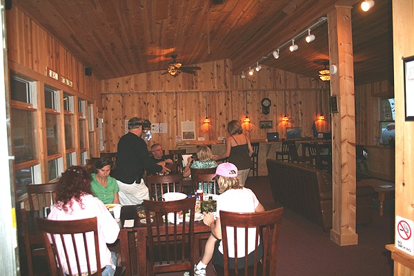 Kennedy Creek Tavern interior1